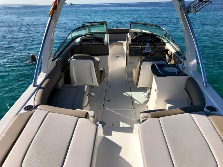 Searay 250 bow view
