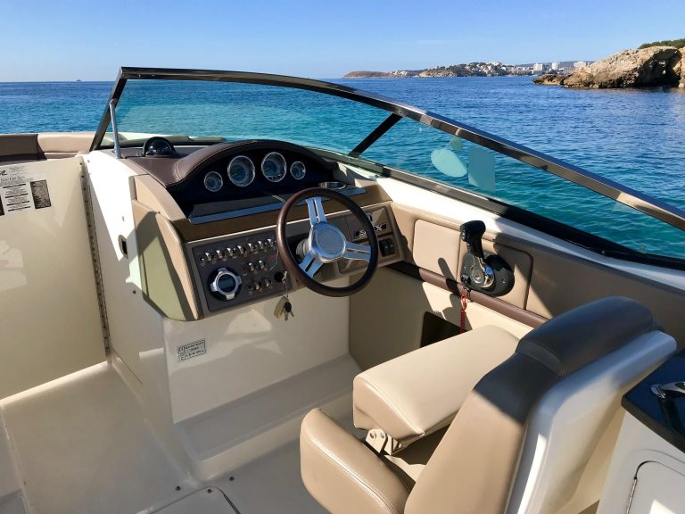 Searay 250 Helm