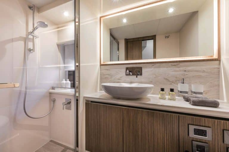 4FRIENDS - bathroom